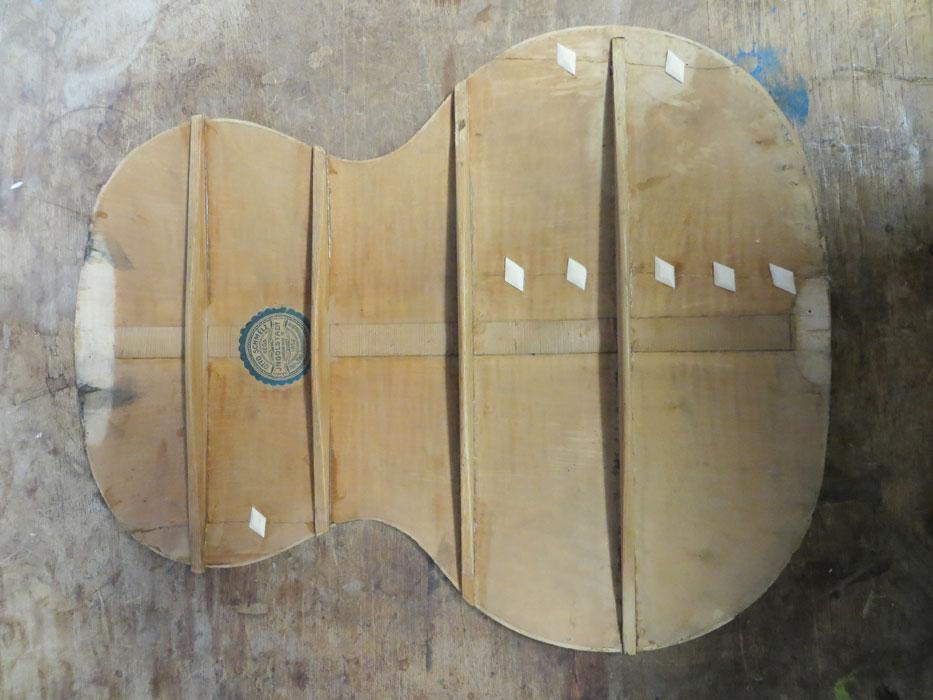 Gitarrenboden abgenommen