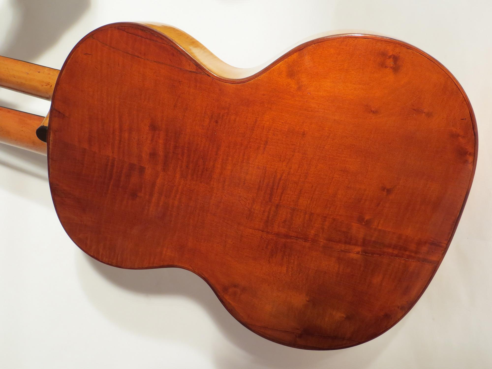 Gitarrenboden restauriert